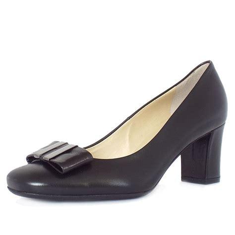 kaiser preda s mid heel court shoes in black