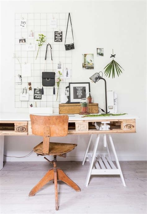 bureau pratique et design bureau en palette esth 233 tique pratique et economique