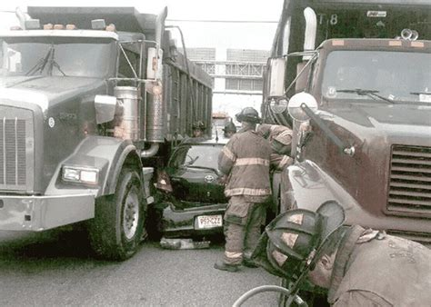 22 Wheeler Truck Driving Quot Improper Passing Quot Leaves Four Wheeler Sandwiched Between