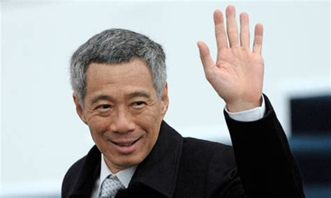 singapore pm lee hsien loong shares grief after death of singapore snip prime minister takes big pay cut world