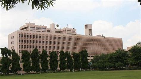 Iit Delhi Executive Mba Class Timings by Get An Mtech Degree In A Year Iits Clear Plan To Compress