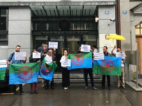 consolato italiano zurigo zurigo protesta rom svizzeri davanti a consolato italiano