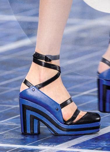 Dari Sepatu Membangun Dunia Mycoskie tren sepatu dari panggung mode dunia