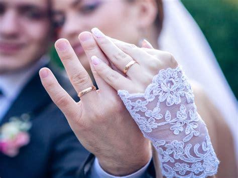 12 reasons why guys don t wear wedding rings boldsky