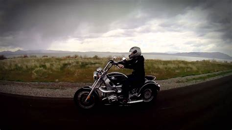 bmw r1200c review motorcycle review bmw r1200c
