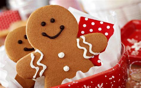christmas wallpaper gingerbread christmas gingerbread man smile joy cookies polka
