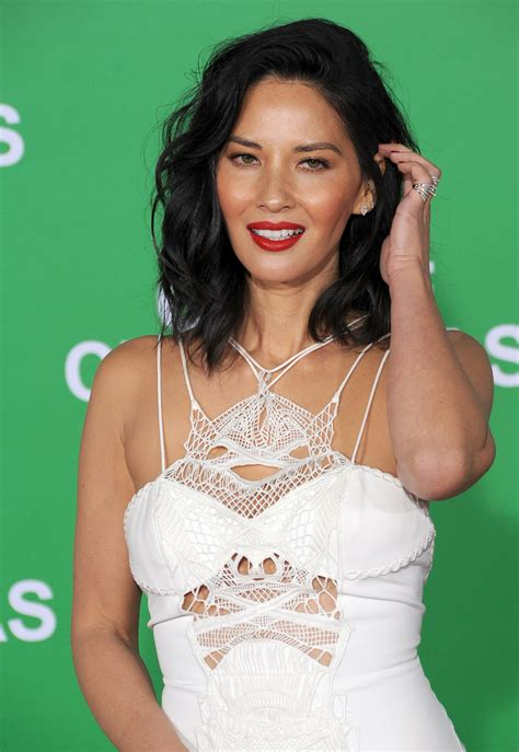 Olivia Munn just got the haircut we'll all be getting in 2017
