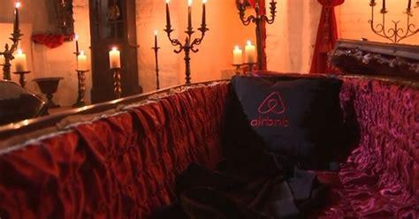 airbnb dracula airbnb vous offre une nuit chez dracula pour halloween