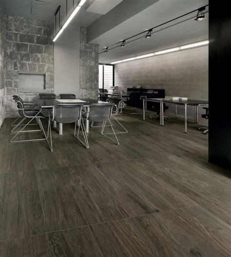 piastrelle grigio gres porcellanato effetto legno grigio scuro bs68