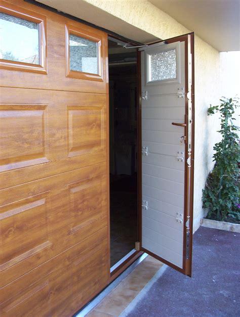 porte de garage isoler bois maison travaux