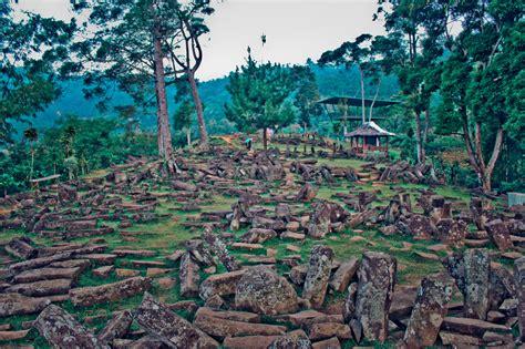 gunung mirip piramida di indonesia ini tidak hanya indah
