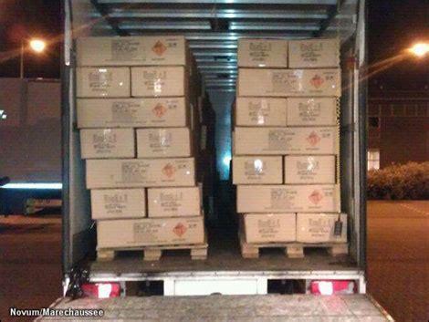transport  vrachtwagen met  kilo illegaal vuurwerk onderschept