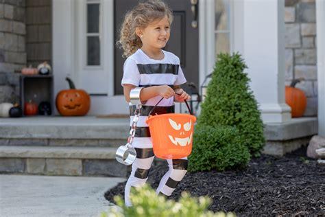 easy diy kids halloween costumes bee pirate prisoner
