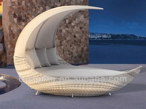 rattan liegen outdoor 2017 new designs moon shape outdoor rattan daybed with