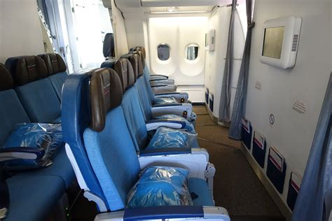 hawaiian airlines extra comfort review hawaiian airlines a330 first class from jfk to hnl