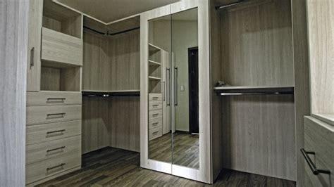 The Closet Trading Company by Vanguardia Closets Vestidores Modern Closet By