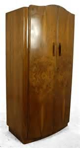 nussbaum kleiderschrank vintage kleiderschrank aus nussbaumholz 1930er bei pamono