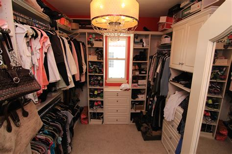 The Neighborhood Closet by 5465 Sunlight St Simi Valley Ca 93063 Silvethorne Tract