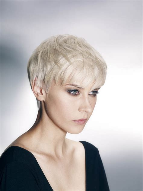 regis hair cut styles a short blonde hairstyle from the regis collection no 22117