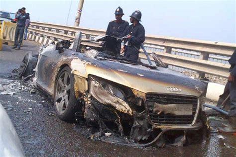 audi r8 price in india mumbai audi r8 burn into flames at bandra worli sea link mumbai
