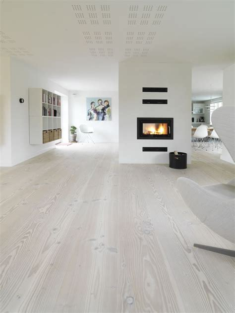 Which Flooring Is Best For Living Room - best ideas about living room flooring on wood floor floor