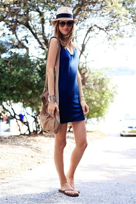 Celana Buat Ke Pantai inspirasi gaya casual buat ke pantai cewekbanget id