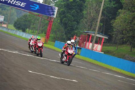 Sidepad 250 Cbr Gsx Ktm R25 R15 Ducati Yamaha Honda Universal cbr vs r25 irs warungasep