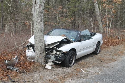car crashes into tree hospitalized after car smashes into tree in calverton