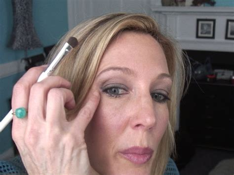 eyeliner tutorial over 50 smokey eye tutorial for women over 50 with hooded crepey