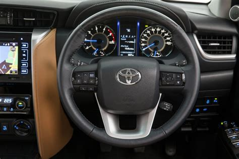 Fortuner Ad 1501 Black Blue toyota reveals fortuner interior more variant specs goauto