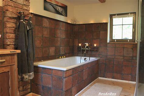 gestaltungsideen bad badgestaltung mit ziegelplatten fachwerk de bilder