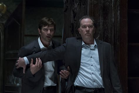 luke wilson hill house the haunting of hill house photos and premiere date