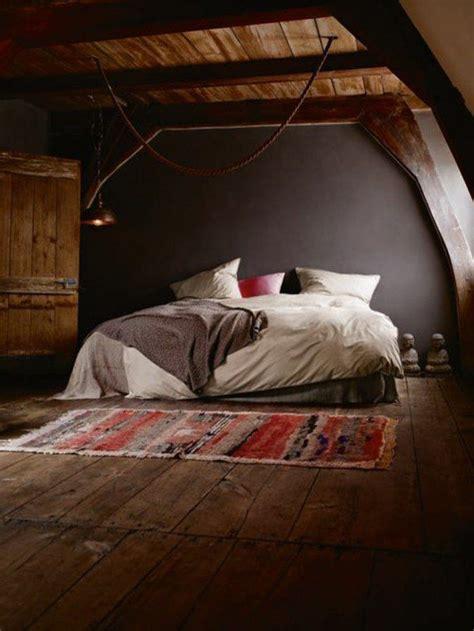 les 25 meilleures id 233 es de la cat 233 gorie plafond en pente de chambre 192 coucher sur