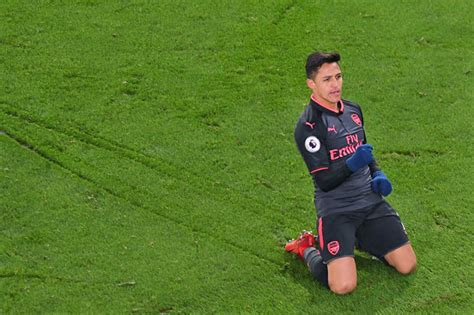 alexis sanchez rift arsenal news does strange goal celebration show alexis