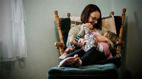 ab wann können baby kuhmilch trinken woran merkt dass das baby beim stillen nicht satt wird