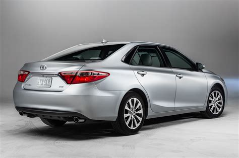 Toyota Camry 2015 Xle 2015 Toyota Camry Xle Rear Side View Studio Photo 62