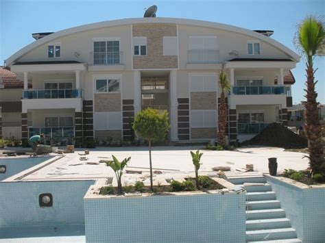 Side Appartments side apartments within 700m to the