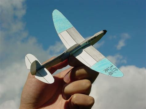 How To Make A Paper Spitfire - glue it gt model