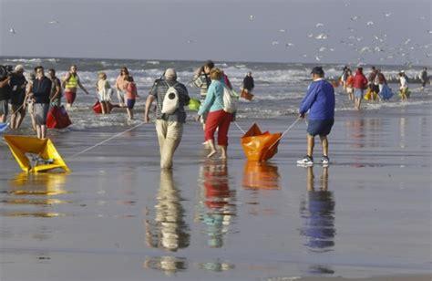 bootje waterfront waterfront van 3 000 bootjes herdenkt vergeten
