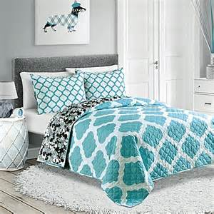 Turquoise Quilt Bedding Pembrook Reversible Quilt Set In Turquoise Bed Bath Beyond