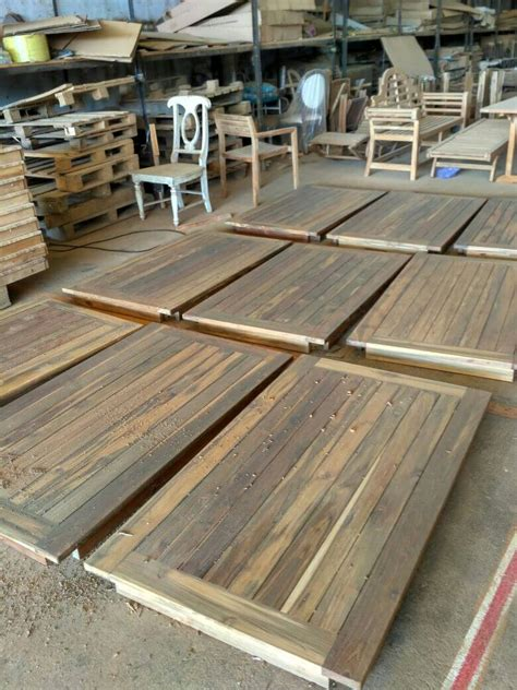 Meja Rias Bekas bekas pasak pada kayu jati bekas kedai mebel jati jepara