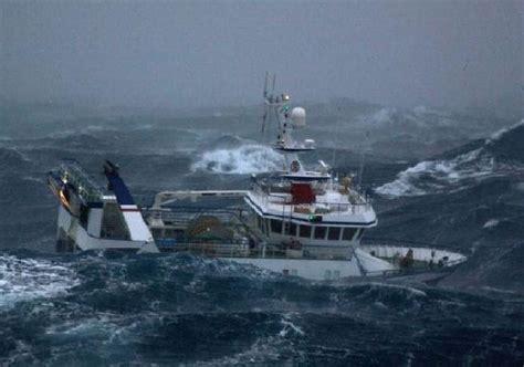 capitaneria di porto civitanova marche civitanova marche onda affonda peschereccio 2 morti