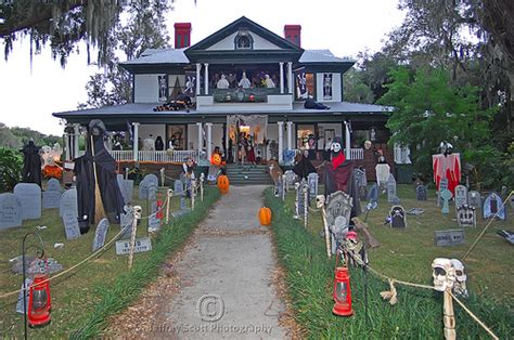 decorated homes for halloween 10 halloween lawn displays that will make you feel lazy