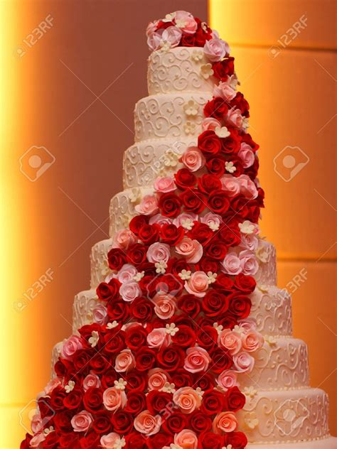 how big should a wedding cake be large wedding cakes rachels home made