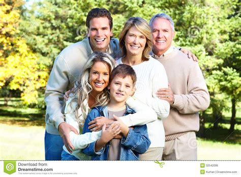 imagenes sobre la familia feliz familia feliz imagen de archivo libre de regal 237 as imagen
