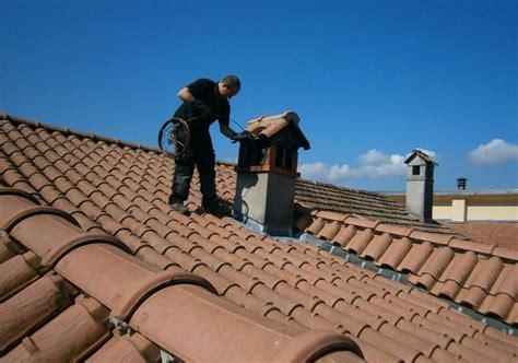 pulizia canna fumaria camino manutenzione e pulizia della canna fumaria di stufe e