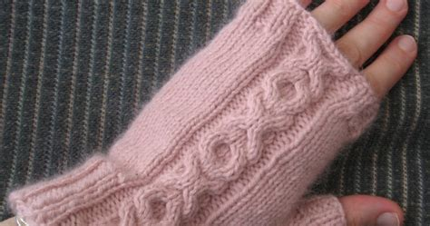 m1b knitting pickin and throwin fingerless mitts with xo cable