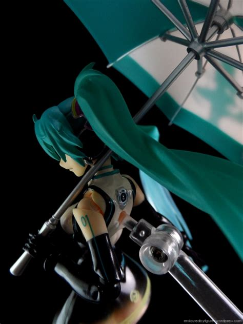 Figma Racing Miku 2011 Ver Returns miku being slaved by figures