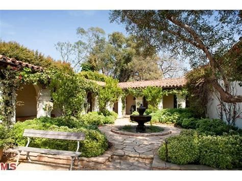 spanish style courtyards 25 best ideas about spanish courtyard on pinterest
