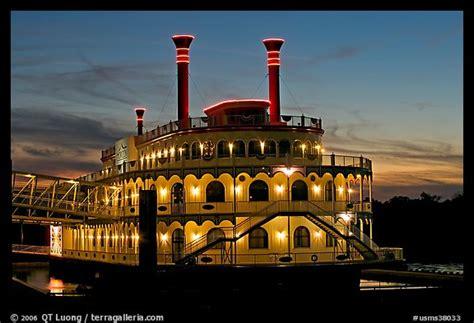 the boat casino riverboat casino